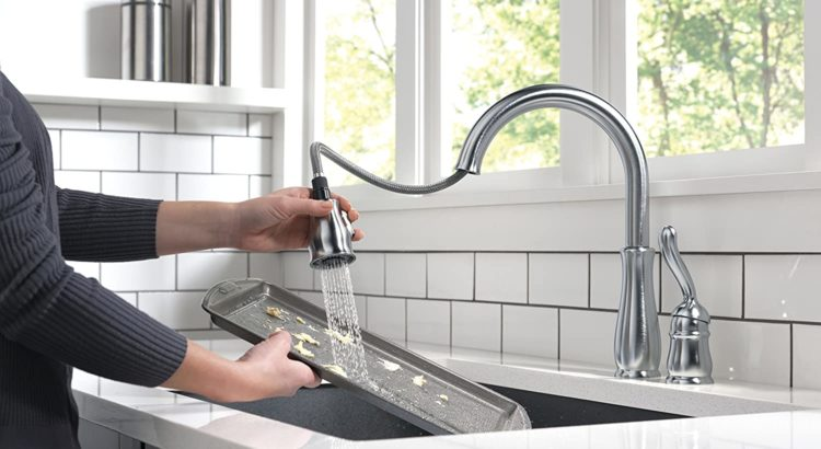 Delta Faucet Leland Single-Handle Kitchen Sink Faucet